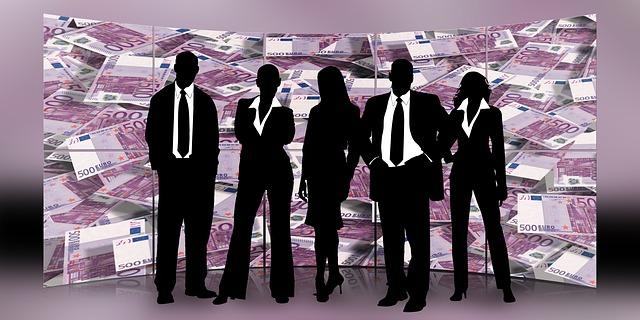 Menschen vor Geld